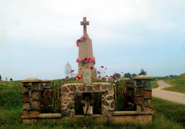Žvikelių kaimo kryžiai