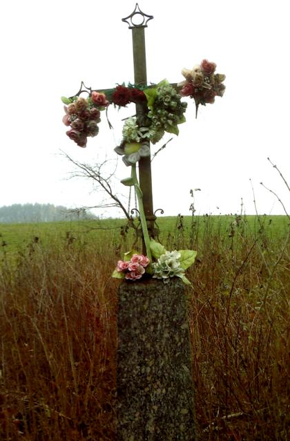 Tumelių šeimos kapo kryžius