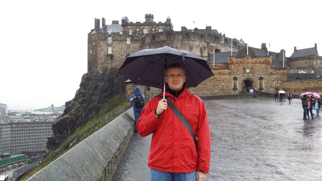 Artūras Kubilius prie Edinburgo pilies