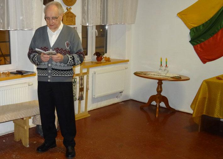 Eilėraštį skaito Kazimieras Baranauskas