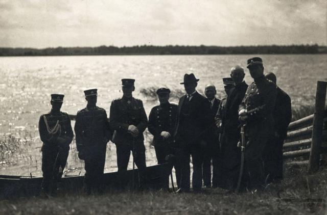 Antanas Smetona prie Lėno ežero kelionės po savo gimtąsias vietas metu  virtualios – parodos.archyvai.lt nuotr.