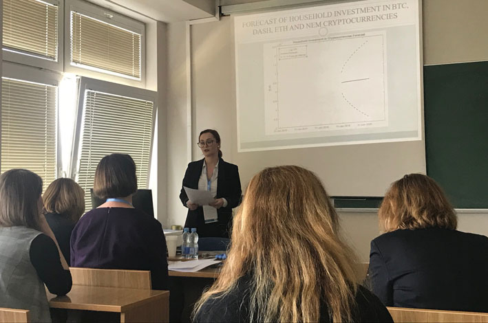 """Ina Pečiulytė skaito pranešimą tarptautinėje mokslinėje konferencijoje """"Šiuolaikinės verslo, vadybos ir ekonomikos  inžinerijos problemos"""""""